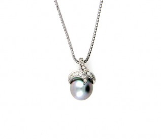 18K White Gold Tahition Pearl 0.26ct Diamond Pendant