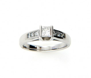 18k white Gold 0.55ct Princess Diamond Engagement Ring