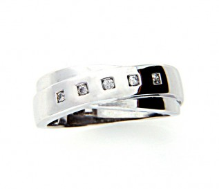 9k White Gold Diamond Crossover Ring